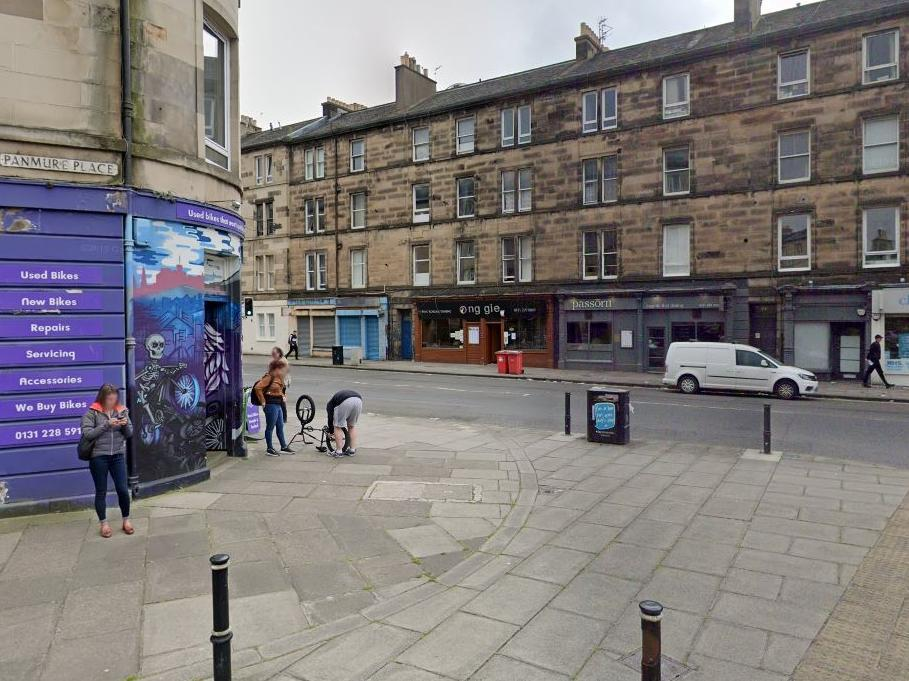 Dog walker hit man in head with glass bottle in late night attack in Tollcross