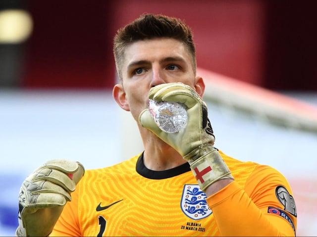 Il portiere inglese Nick Pope beve acqua durante la Coppa del Mondo FIFA Qatar 2022 di qualificazione del Gruppo A tra Albania e Inghilterra all'Air Albania Stadium di Tirana il 28 marzo 2021.