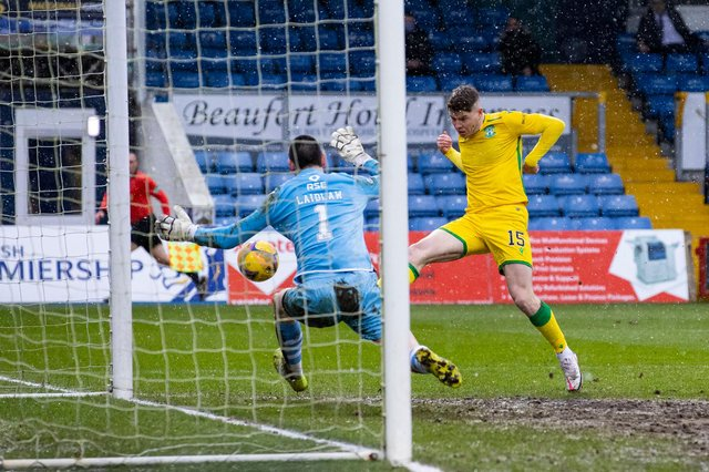 Kevin Nisbet scores Hibs' winning goal in a 2-1 victory over Ross County. Photo by Alan Harvey / SNS Group