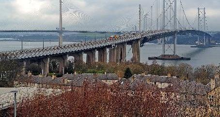 Disruption on Forth Road Bridge and A1 as high winds blast Edinburgh and Lothians