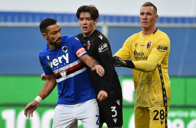 Fabio Quagliarella of UC Sampdoria with Aaron Hickey and Lukasz Skorupski of Bologna. (Photo by Paolo Rattini/Getty Images)