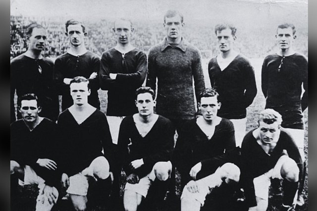 The Hibs squad of 1920/21, many of whom travelled to Denmark for an end-of-season tour in May 1921