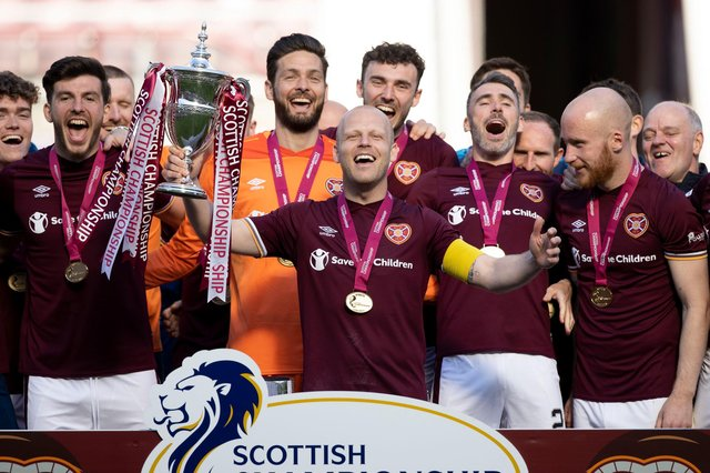 Steven Naismith lifts the Scottish Championship trophy. Picture: SNS