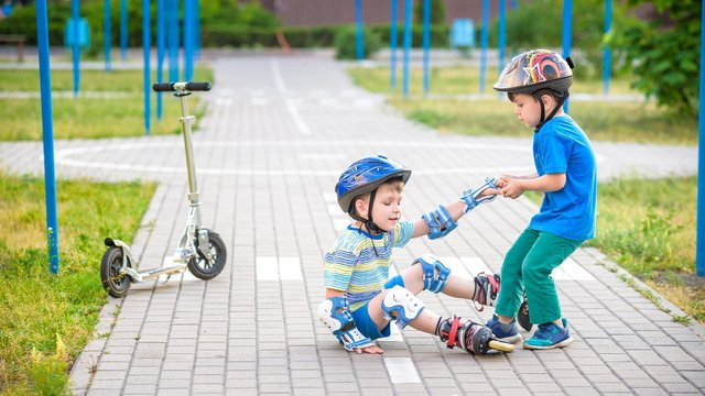 The device can detect impacts and g-force on kids' cycling helmets