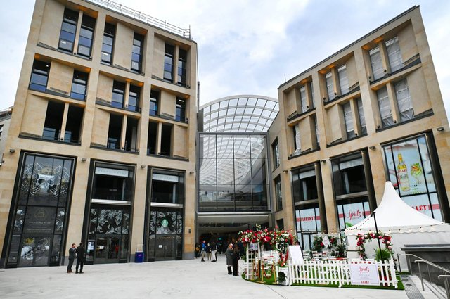Following years of construction the most significant transformation Edinburgh has seen, St James Quarter opens its 850,00 sq feet shopping galleria. The completion of the first phase of the development brings a new, retail led, lifestyle district that fully integrates into and enhances Edinburgh city centre.