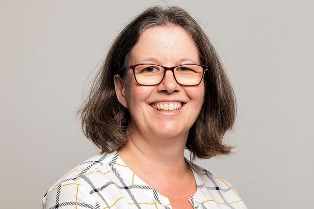 Dr Lynn Turner