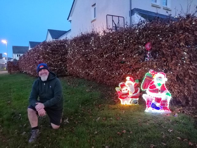 One in ten Scots have already put up Christmas lights | Edinburgh News