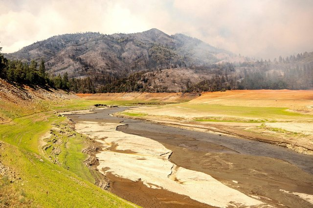 A wildfire burns near drought-stricken Lake Shasta in Lakehead, Calif., Earlier this month amid a severe heat wave (Photo: Josh Edelson / AFP via Getty Images)