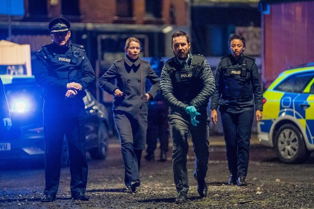 Martin Compston as Steve Arnott leads the charge at the scene of the Fleming-Pilkington shootout