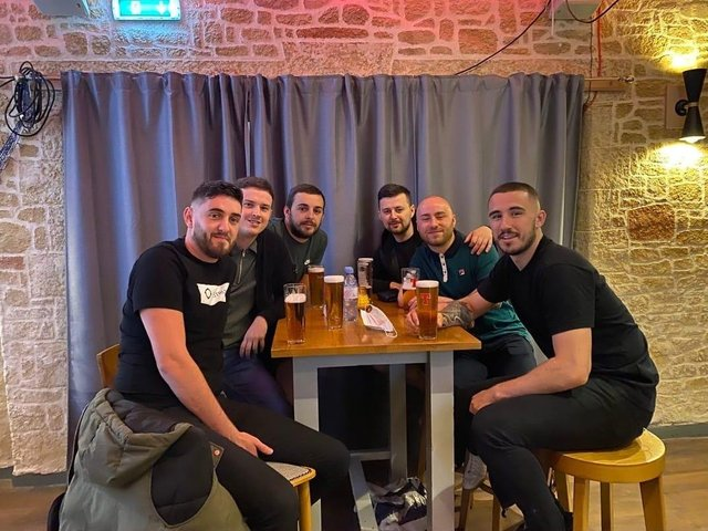 Hibernian fans are taking advantage of pubs now allowed to serve alcohols indoors to watch the much-anticipated match against St Johnstone FC.