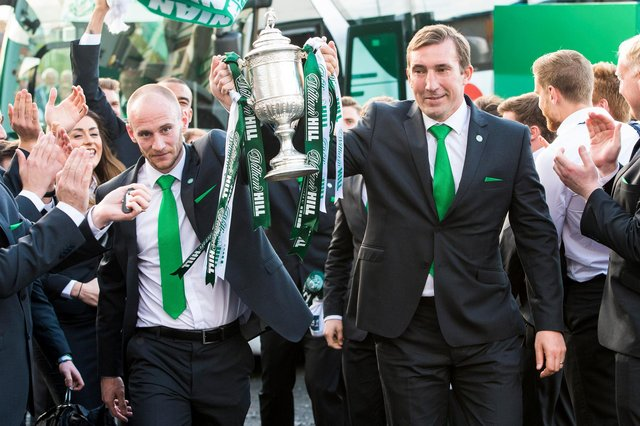 David Gray and former manager Alan Stubbs celebrate winning the Scottish Cup as they arrive back at Easter Road with the trophy in May, 2016. Photo by Ross Parker/SNS Group