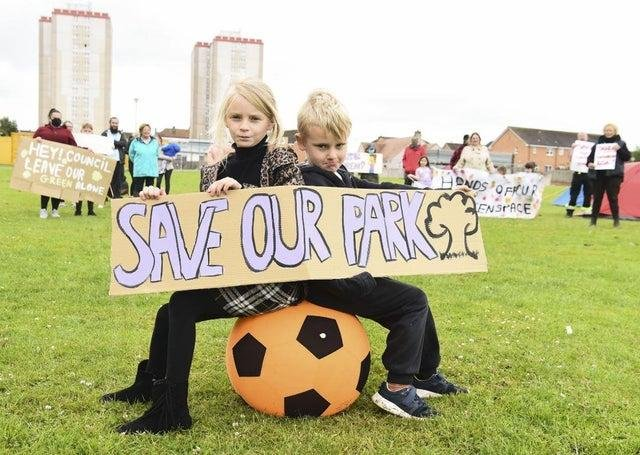 Local children Bonnie Wright, 7, and brother Shuggie Wright, 6. Picture: Lisa Ferguson
