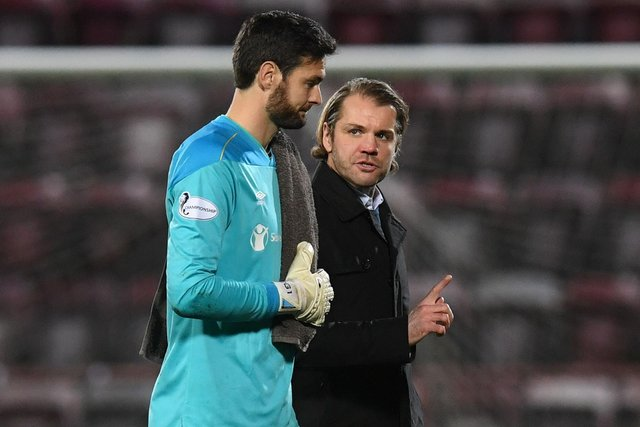 Hearts manager Robbie Neilson wants Craig Gordon to be Scotland No.1 this summer.