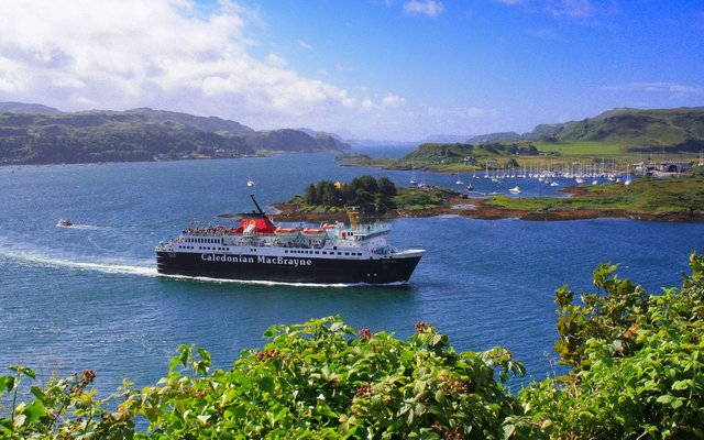 CalMac's MV Isle of Mull leaving Oban.