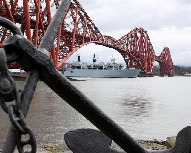 The Royal Navy amphibious assault ship HMS Albion arrivng on the Forth: Picture by LPhot Pepe Hogan.