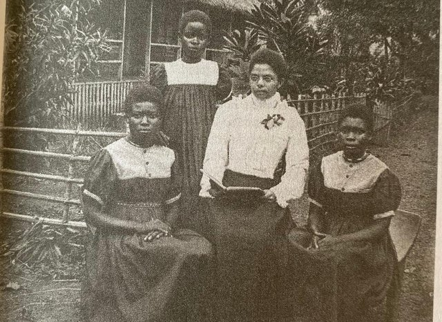Lena Clark with missionary helpers in 1903. Photo from the book: African Testimony in the Movement for Congo Reform by Robert Burroughs.
