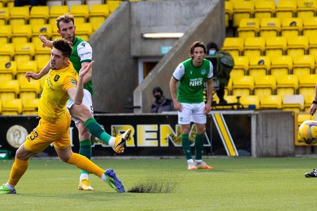 Hibs' striker Christian Doidge scores the equaliser against Livingston. Photo by Alan Harvey / SNS Group