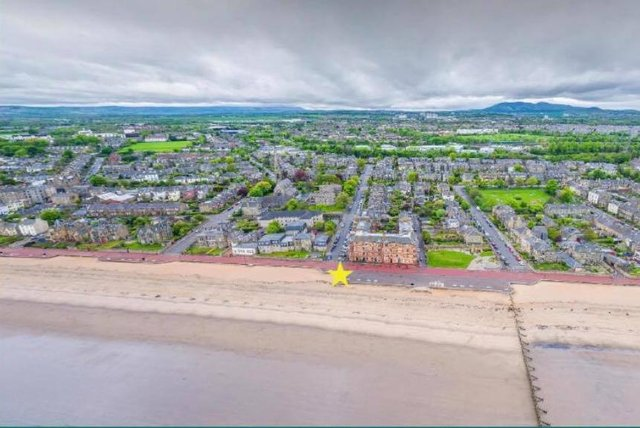 If granted licence a wooden public sauna will be built in the pronounced promenade between James Street and John Street.