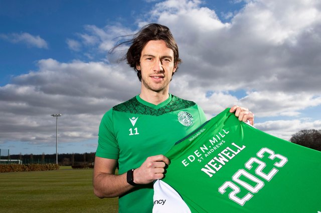 Hibs midfielder Joe Newell signed a new deal tying himself to the Easter Road club until 2023. Photo by Paul Devlin / SNS Group