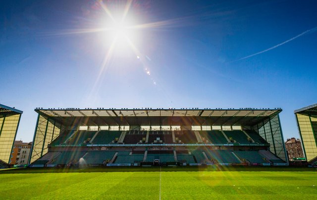 Easter Road is bathed in sunshine for the visit of Livington. (Photo by Mark Scates / SNS Group)