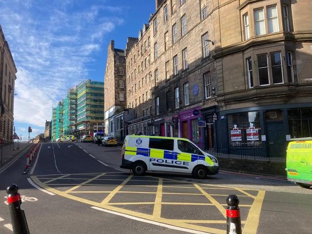 Police presence at Bank Street in Edinburgh (Photo: Matt Donlan).
