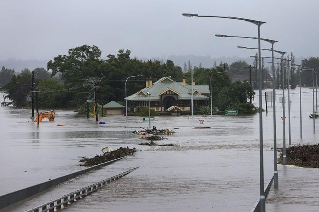 The Windsor Bridge submerged under rising floodwaters along the Hawkesbury River in Sydney, Australia (Photo: Lisa Maree Williams/Getty Images)