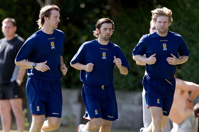 14/08/06 SCOTLAND TRAINING ST ANDREWS Andy Webster (left) warms up with former team-mates Paul Hartley (centre)and Steven Pressley