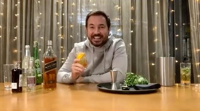 With the opening of Johnnie Walker Prices Street moving ever closer, Scottish actor, Martin Compston took a highball lesson from Johnnie Walker Brand Ambassador, Ali Reynolds.