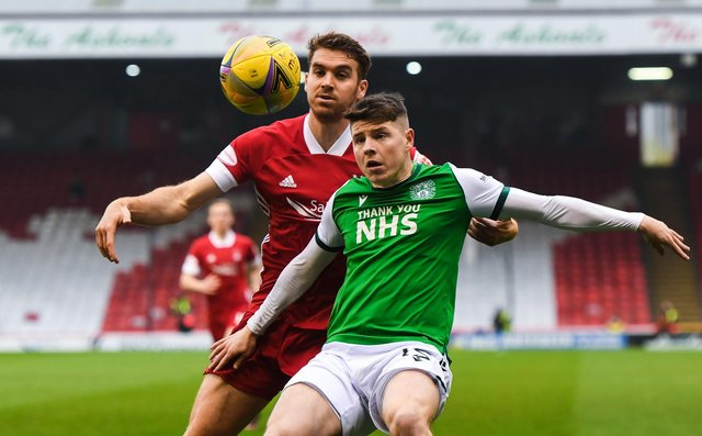 Hibs' Kevin Nisbet (right) holds off Tommie Hoban of Aberdeen