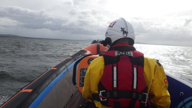 Kinghorn Lifeboat crew saves eight people, including five children, from Firth of Forth just off Port Seton (Photo: RNLI).