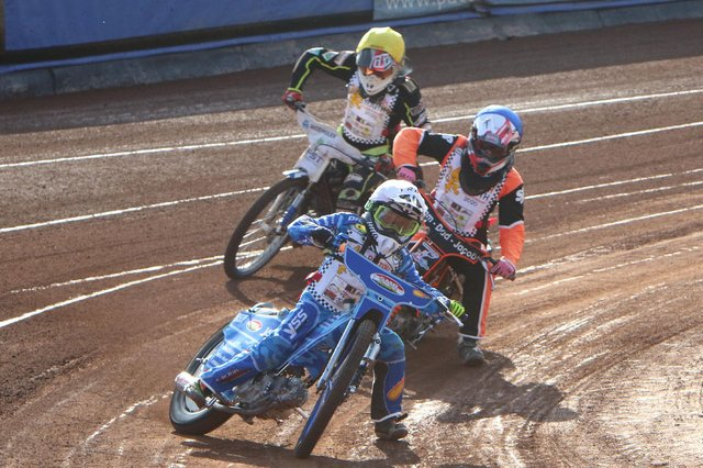 11-year-old Stene Pijper leads a juniors race at Armadale Stadium