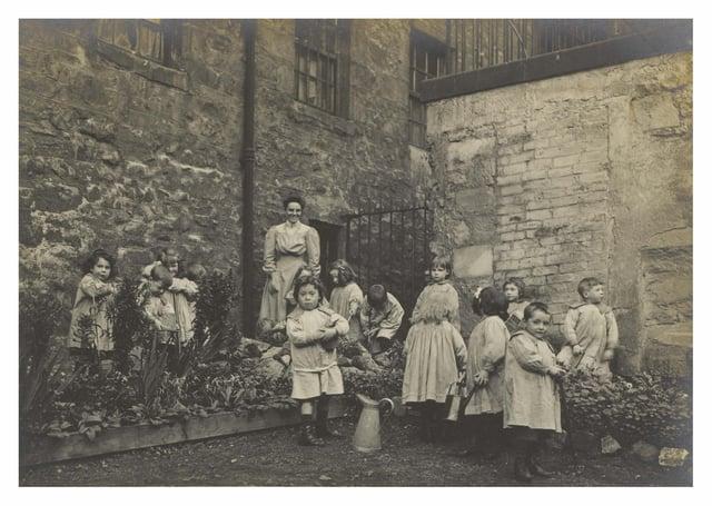 Lileen Hardy and children gardening at St Saviour's Child Garden