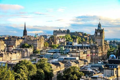 Whether guests are interested in experiencing a World Heritage Site or a lively pub and club scene, a&o Edinburgh is always only a few minutes away.