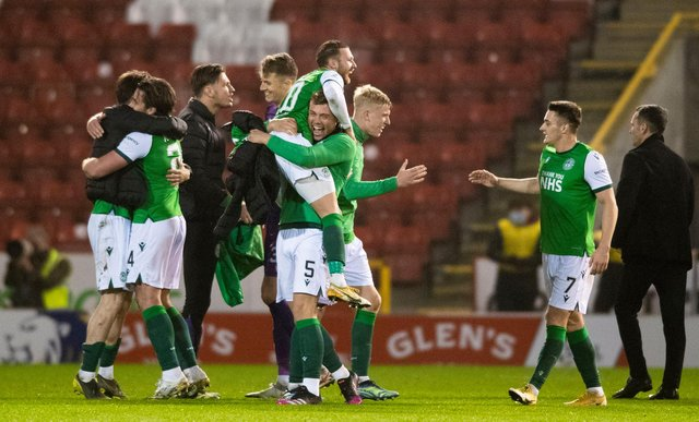 Hibs players celebrate their win over Aberdeen and finishing third.